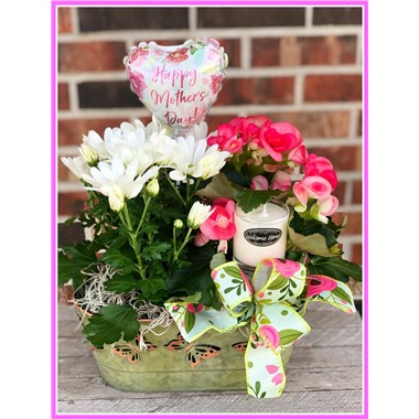 thinking-of-mom-gift-basket-blooming-plant-candle