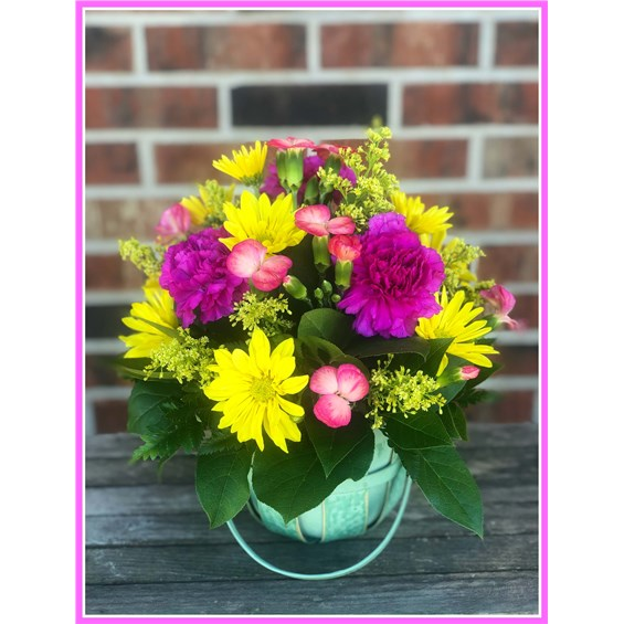spring-garden-fresh-flower-arrangement